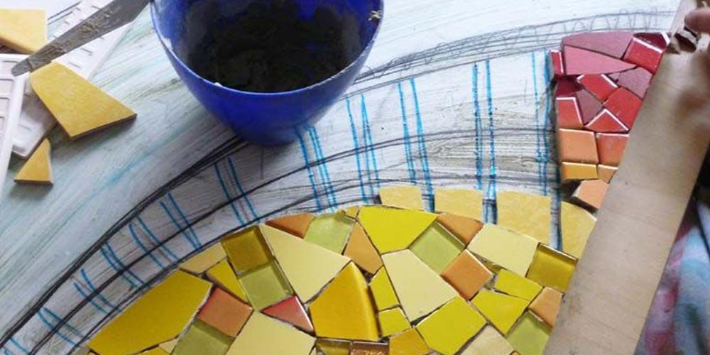 präsent - Arbeit an einem Mosaik