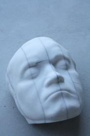 Selbstzerstört, 2009, Laaser Marmor, eingefärbter Steinkitt